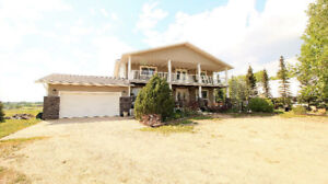 Beautiful Acreage, Horse Lovers Dream only 15 Mins from Calgary!
