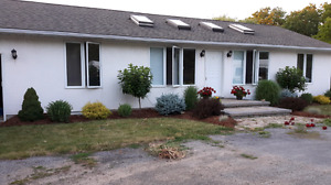 Country bungalow North Pelham 4 acres