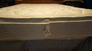 Like new Double Mattress and boxspring