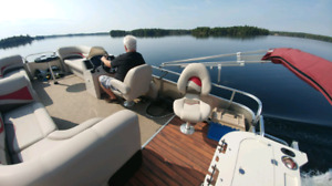 2015 PONTOON QUEST BOAT