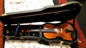 Schoenbach Full Size Violin + Accessories