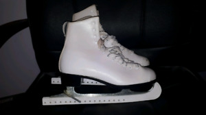 Dominion Figure Skates women's sz 9