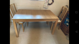 Extendable 4-8 seat dining table