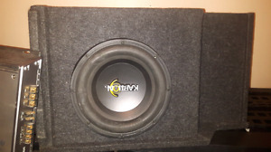 "10"" kaption sub with box and clarion amp"