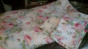Queen Floral Comforter with 2 pillow cases