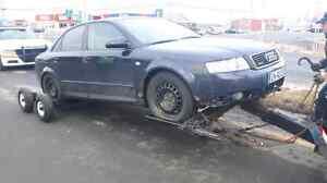 Audi qui marche accidenté