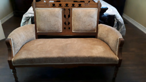 Dropped price!!!! EASTLAKE SETTEE- NEW LOWER PRICE