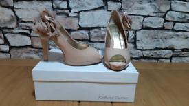Roland Cartier nude heels size 4