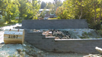 Retaining wall service / Landscaping service