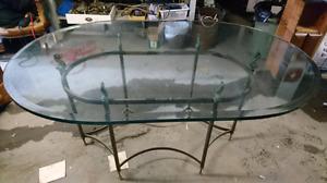 Table de vitre ovale et pied poisson et laiton