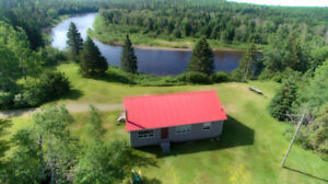 Waterfront Property - Lovely Camp - Direct River Access!!