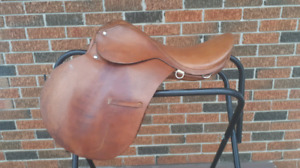 "16.5/17"" Close Contact English Saddle"