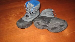 Columbia winter boots size 13 (like new)