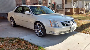 """2008 Cadillac DTS fully loaded with22"""" rims"""