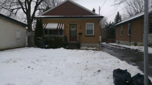 A rental room available in all girls house near Mcmaster Uni