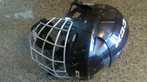 CCM FL40 M hockey helmet with cage Size Medium fairly used