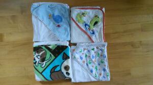 Lot de 4 serviettes de bain pour bébé, revient à 25¢ ch.