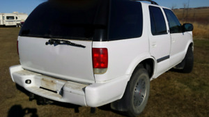 2001 JIMMY SLE 4X4 SUV CROSSOVER. COMES WITH FRESH INSPECTION