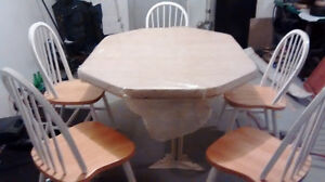 HARDWOOD LAMINATE DINIING TABLE AND CHAIRS West Island Greater Montréal image 1