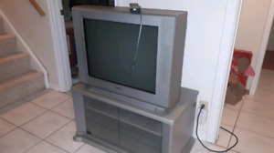 Free!  Sony flatscreen crt tv with rotating stand.