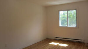Large 4.5, right next to Metro, Near U of Montreal ! Location !!