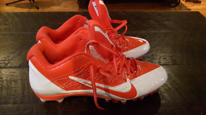 9.5 (NEW) Nike Alpha Pro Flywire - football/ultimate frisbee