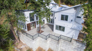 BLIND BAY  -- Contemporary Style  - Spectacular Lakeviews