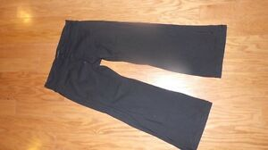 Couple pairs of lulu lemon pants  Kawartha Lakes Peterborough Area image 4
