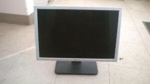 """Dell 19"""" Widescreen LCD monitor for sale In good condition"""