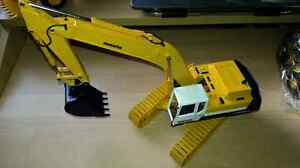TOY COLLECTOR 1:32 KOMATSU PC400LC EXCAVATOR METAL