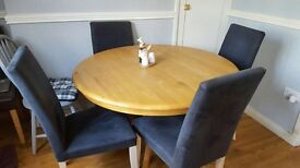 Table extends and 4 chairs