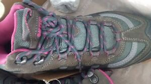 Woman Hiking Boots Size 9 Cornwall Ontario image 3