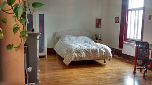 Beautiful Mile End room May 24- July 26