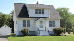 Bright 4-bed 1-bath home in town of Kentville