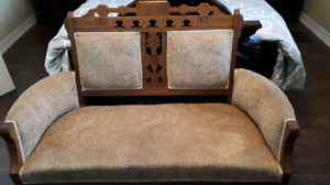 DROPPED PRICE TO SELL!!! EASTLAKE SETTEE