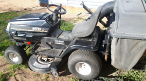 MTD GOLD SERIES Lawn Tractor