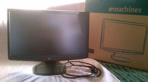 WIDE LCD FLAT PANEL MONITOR NEW