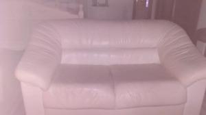 Austin divan blanc en cuir 40$