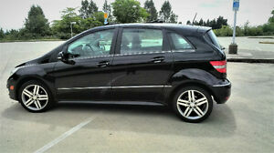 2011 Black Mercedes-Benz B200 Turbo ONLY 66,000 kms