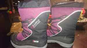 Girls winter boots size 6 Prince George British Columbia image 1