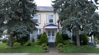 AMHERSTBURG - HISTORIC HOUSE APARTMENT - 2BED -NEW CLEAN UPDATED