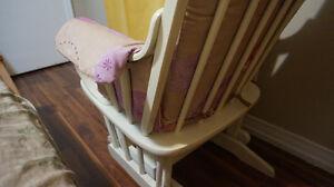 White baby rocking chair Kitchener / Waterloo Kitchener Area image 4