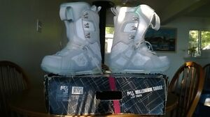 Ladies Size 8 Snowboard Boots Prince George British Columbia image 1