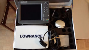 LOWRANCE LCX-37C fish finder combo .