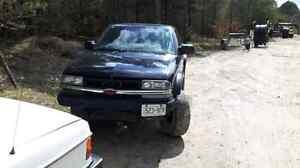 1999 Chevrolet s10 zr2  $750