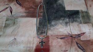 Chaîne en inox avec la croix