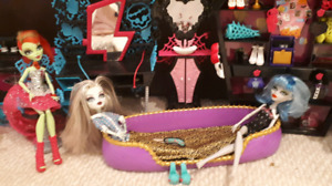 Tons of Monster High dolls and accessories