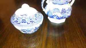 Blue Willow vintage cream and sugar dishes