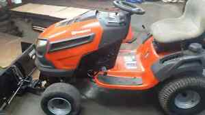 Tracteur husqvarna 24 hp avec gratte hydraulique