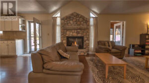 GRAND BEND SPACIOUS FURNISHED HOUSE FOR RENT OCT - JUNE 1ST